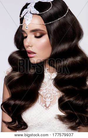 Fashion Beauty Model Girl with curly Hair. Bride. Perfect Creative Make up and Hair Style. Hairstyle. Beautiful