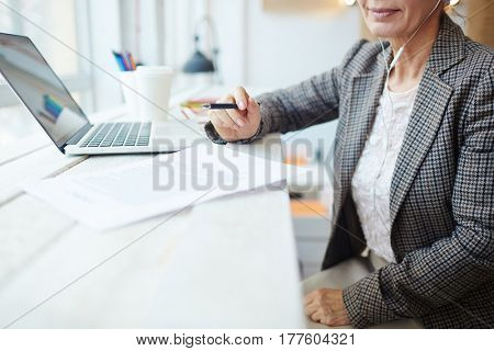 Businesswoman sitting in cafe and reading paper