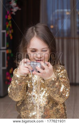 little girl with a camera learns to shoot