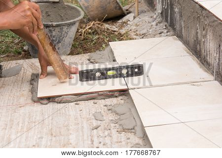 measuring vertical linearity of installation ceramic tiles during renovation