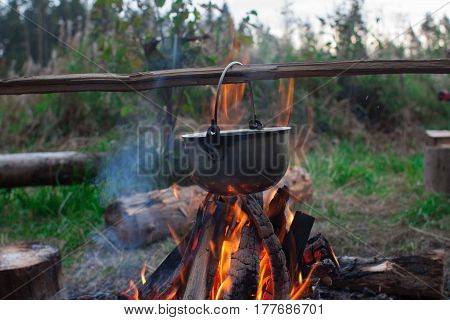 Cooking food in a kettle in the hike fire