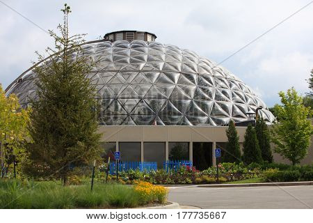 Greater Des Moines botanical garden Environmental center in Iowa summer time