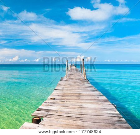 Jetty to the blue Living is Easy