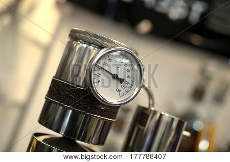 sensor for pressure measurement. temperature sensor. pot for steam cooking with temperature sensor. valve to release steam. descent pressure