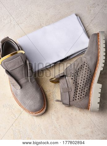 Womans Grey Suede Boots With White Sole And Cloth