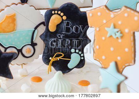 girl or boy, inside the response, the cake