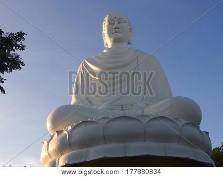 White Buddha`s statue is visible from many places of Nha Trang as it is located on an eminence, and height of her 14 meters.