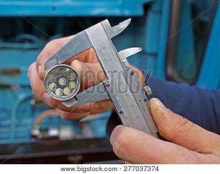Metering outside diameter by slide gauge or caliper poster