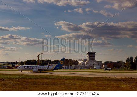 November 25, 2018 Kiev, Ukraine Ukraine International Airlines Airplane In Boryspil Kbp Internationa