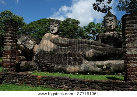 Wat Phra Kaeo With Buddha Statues Historical Park In Kamphaeng Phet, Thailand (a Part Of The Unesco