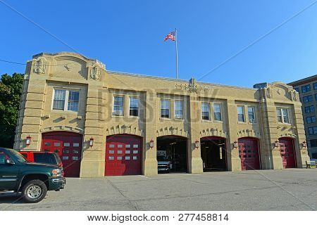 Portland, Me, Usa - August 24th, 2014: Portland Fire Department On 380 Congress St In Portland, Main