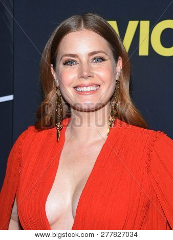 LOS ANGELES - DEC 11:  Amy Adams arrives to
