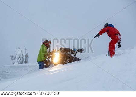 Squamish, British Columbia, Canada - January 18, 2020: Couple Adventurous People Are Recovering A Fl
