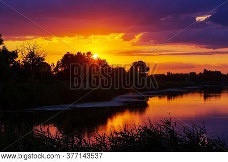 Sunset scene on the lake at sunset autumn nature landscapes