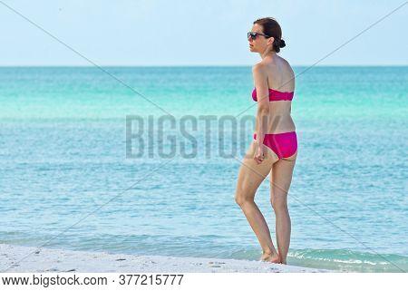 Holmes Beach, Anna Maria Island, Fl / Usa - May 1, 2018: Beautiful Mature Woman Taking A Leisure Wal