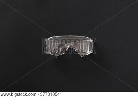 A Simple Plastic Protective Eye Glasses Gear For Worker, Industrial Wear