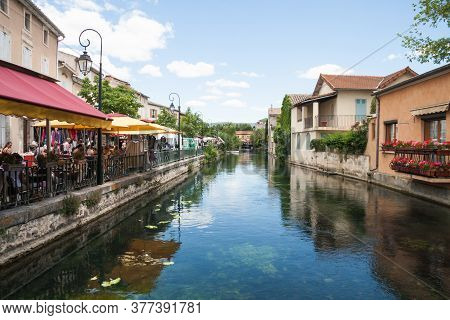 L'isle-sur-la-sorgue, France June 23 2013: People Walking In The Tourist Town And Visiting The Marke