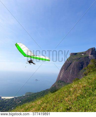 Gliding flight in the beautiful stone, Rio de Janeiro