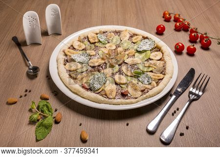 Sweet Pizza Children Nutela, Banana, Kiwifruit Grapes Mint.
