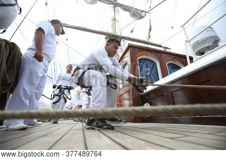 Salvador, Bahia, Brazil - October 19, 2018: Crew Of The White Swan Ship Is Seen During Operation On