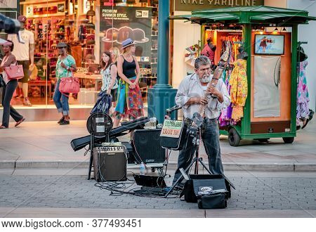 Santa Monica, Ca/ Usa - July 26 2015: A Street Musician Performing On The 3rd Street Promenade.