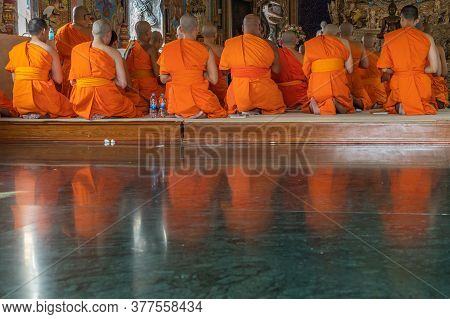 Bangkok, Thailand - Feb 08, 2020 : Buddhist Monks Praying And Pay Respect Buddha Statue At Wat Pariw