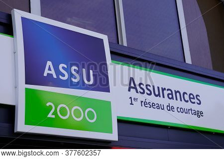 Bordeaux , Aquitaine / France - 07 17 2020 : Assu 2000 Logo And Text Sign Of French Multinational In
