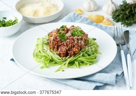 Keto Pasta Bolognese With Mincemeat And Zucchini Noodles, Fodmap, Lchf, Low Carb