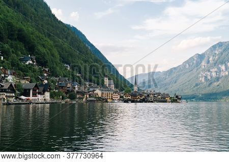 Austria, Hallstatt Unesco Historical Village. Scenic Picture-postcard View Of Famous Alps Resort Mou