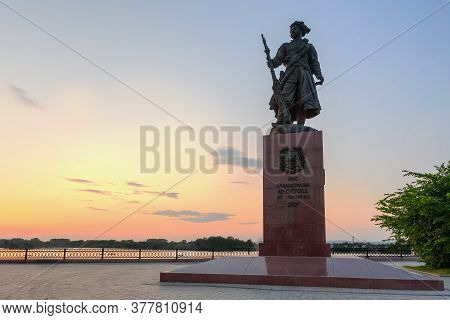Russia, Irkutsk - June 30, 2020: Monument To The Founders Of The City Of Irkutsk At Night On The Ban
