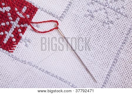 white and red Christmas quilt