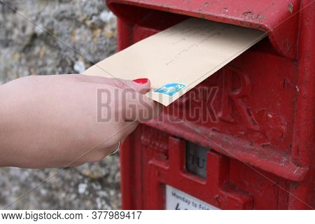 Posting A Stamped Letter In A Post Box In The Uk,  Taken 28th Of October 2008 In Witney, Oxfordshire