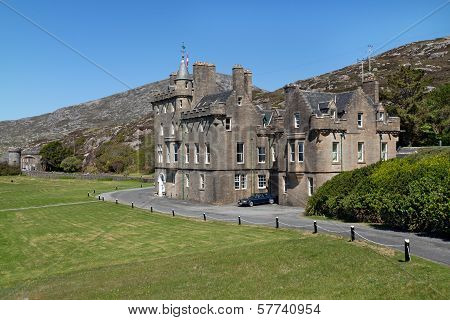 Isle Of Harris : Old Castle And Its Gardens