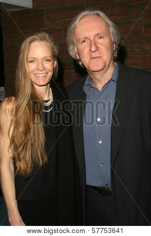 Suzy Amis and James Cameron at the Australians In Film 2009 Breakthrough Awards. Hollywood Roosevelt Hotel, Hollywood, CA. 05-08-09