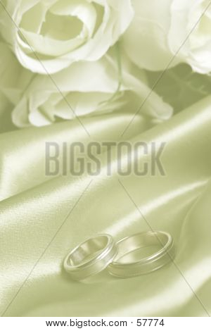 Wedding Bands With White Roses With Dream Effect