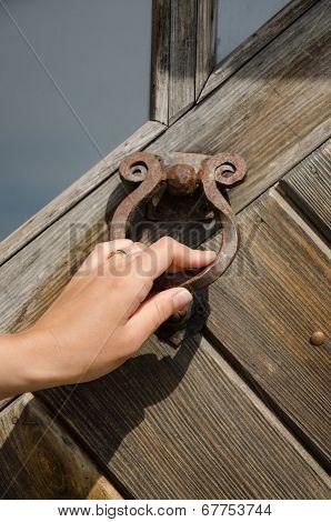 Guest Hand Knock Retro Door Handle Buzzer Ringer