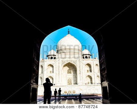 capturing the beauty of Taj Mahal