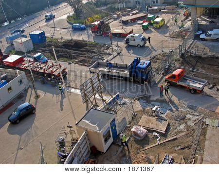 Constructionworkers (Aerial View)