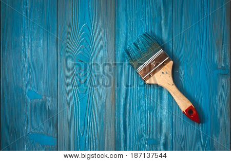 painting wooden boards in blue color simple brush
