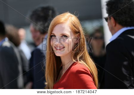 Jessica Chastain attends the Jury photocall during the 70th annual Cannes Film Festival at Palais des Festivals on May 17, 2017 in Cannes, France.