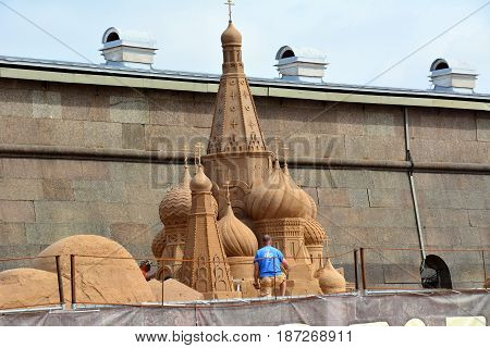 The sculptor builds a sand castle for the festival of sculpture in Saint-Petersburg