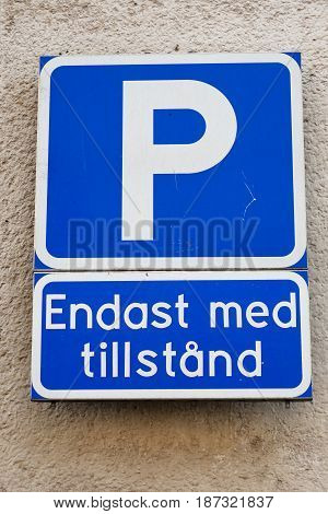 Swedish parking sign vith additional panel indicating permit needed.