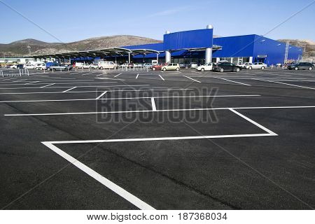 Parking lot in the shopping mall, White stripes on the blacktop