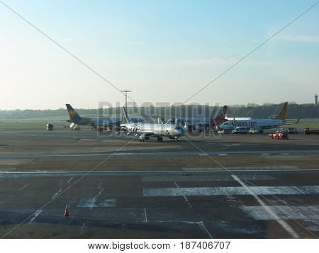 Klm Embraer 190/195 Taxiing In Hamburg
