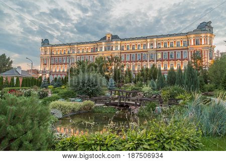 The building management of the Privolzhsky railway in the city of Saratov, Russia. Built in 1907-1914 gg.. the Object of cultural heritage. Square with plants and a pond