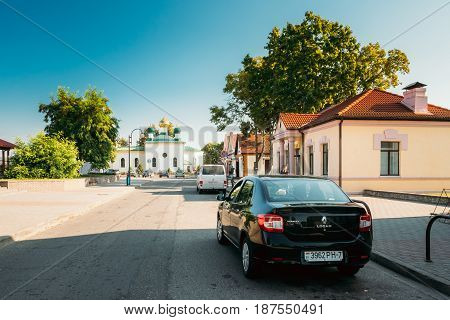Mir, Belarus - September 2, 2016: Renault Logan Car Parking Near Old Orthodox Church Of The Holy Trinity In Mir, Belarus. Famous Landmark In Sunny Summer Day With Blue Sky