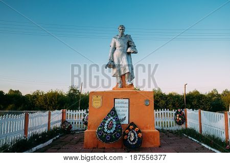 Krasnyy Partizan, Dobrush District, Gomel Region, Belarus. Monument To Heroes Who Died In Battles For Liberation Of Gomel Region At Great Patriotic War. Mass Common Grave To Unknown Soldiers.