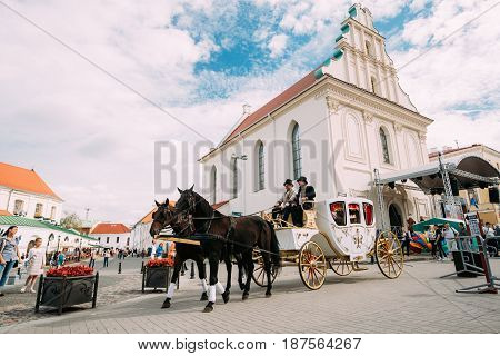 Minsk, Belarus - September 3, 2016: Holiday Carriage Drawn By Two Horses, Controlled By A Coachman Near Monastery Of The Holy Spirit Bazilianok During Celebration Of Day Of Minsk City In Historic Area