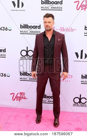 LAS VEGAS - MAY 21:  Josh Duhamel at the 2017 Billboard Music Awards - Arrivals at the T-Mobile Arena on May 21, 2017 in Las Vegas, NV