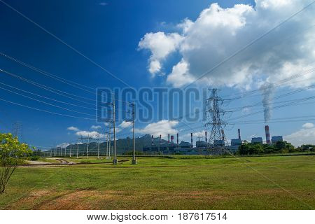 Power plant and transmission system to transmit electrical power to users